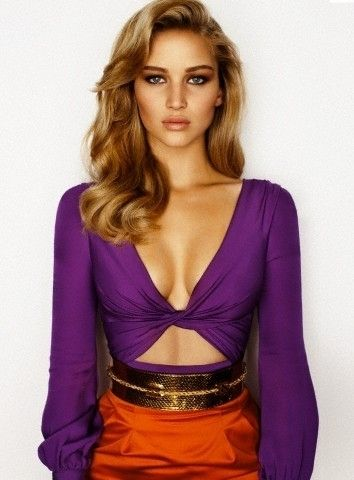 Do you think this hair style makes Jennifer look a bit like Burberry model Rosie Huntingdon-Whitley? #jenniferlawrence #hair