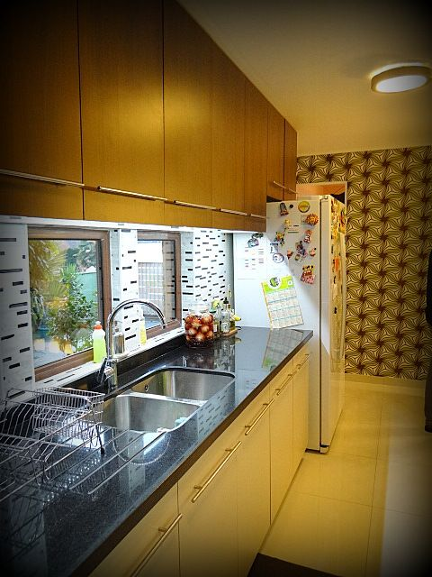 Mueble enchapado tiradores met licos satinados cubierta - Cocinas con mosaico ...