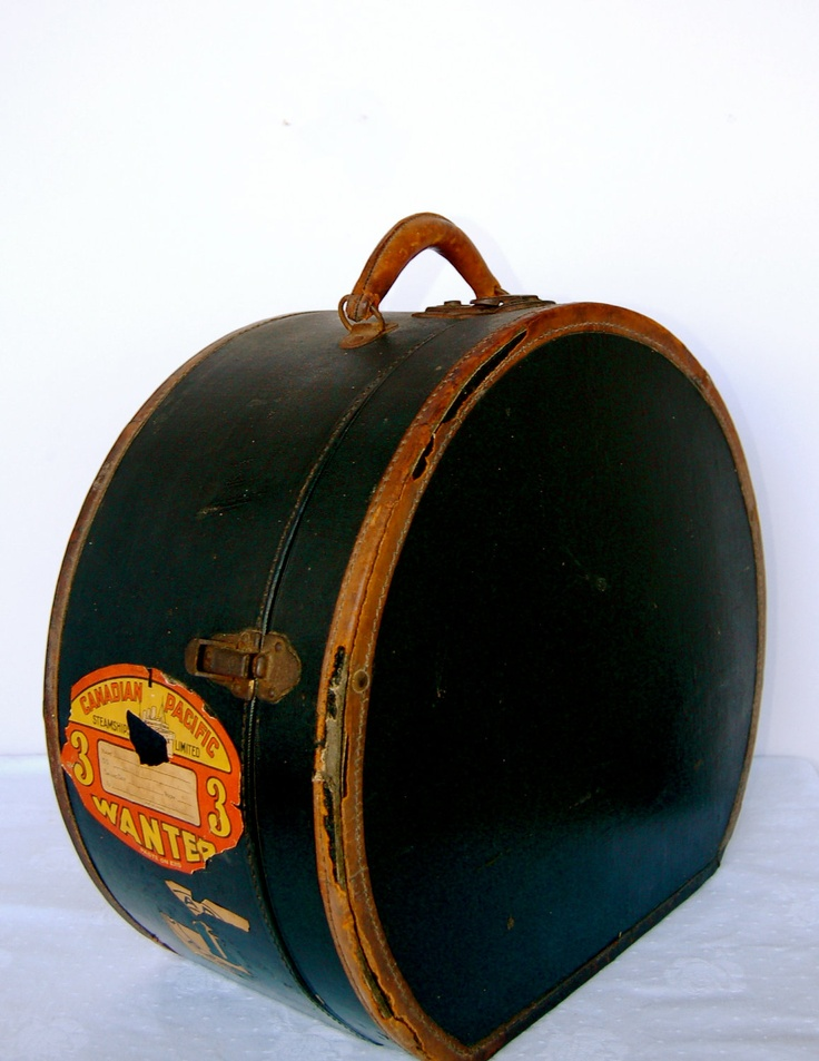 Vintage Hat Box, so cool & so many uses -- wish it were mine!!!