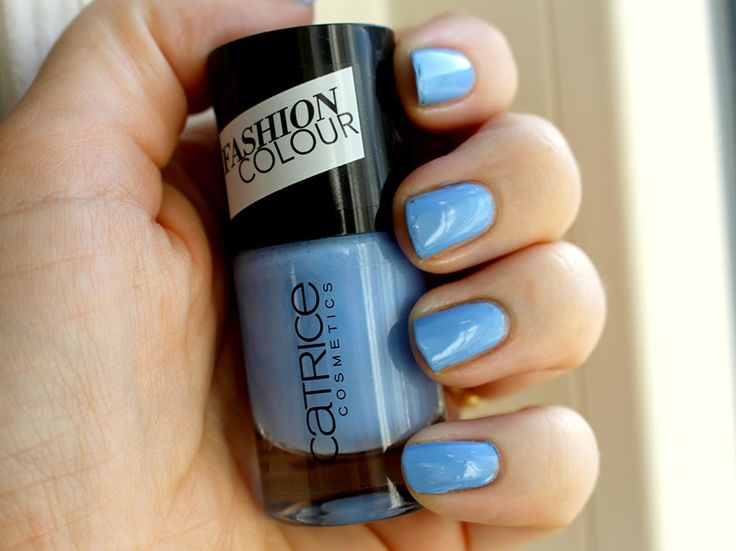 Battle blauwe budget nagellak Catrice Fashion Colour Nailpolish - 114 The Sky so Fly