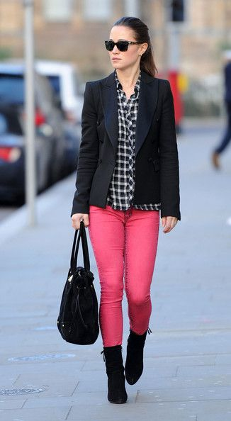 Pippa Middleton Photos - Pippa Middleton Brightens The Day With Hot Pink Pants - Zimbio