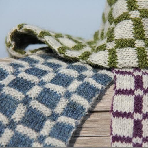Plaid Scarf Kit This logical, double-layer scarf with two strikingly differen...
