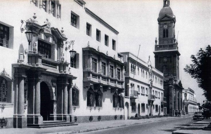 """Calle Los Carrera de La Serena en 1959Sobresale la Catedral de La Serena. Fotografía del Libro """"Chile"""" de Robert Gerstmann"""".  - EnterrenoEnterreno"""