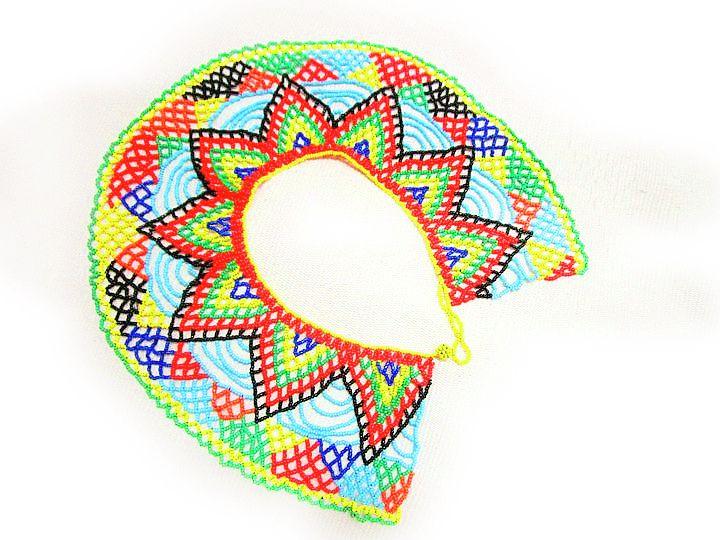 Collar De Cuello Embera — EmberArt Collar De Cuello Embera. Hecho en chaquira checa original. Multicolor combinado. Broche botón tejido. Talla única, Hasta el ombligo.