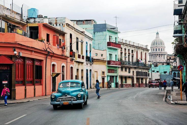Cuba, situé au nord des Antilles, entre la mer des Caraïbes, le Golfe du Mexique et l'Océan Atlantique. Plages magnifiques, fabrique de Tabac et danse Salsa
