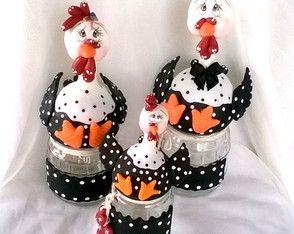 Trio galinhas no pote em biscuit