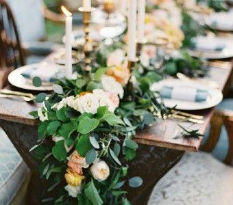 Natuurlijk gebruik je bloemen bij de styling van je bruiloft.Maar heb je in plaats van een vaas wel eens gedacht aan de vorm van een #thevow #trouwen #tafelloper