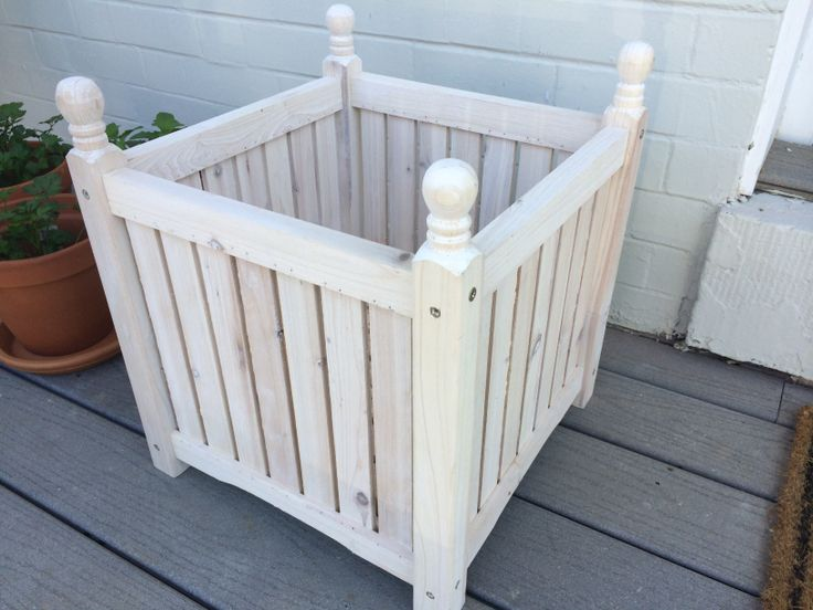 Cool little planter, will likely paint to be a color accent based of what is needed after we paint the front door and get the outdoor furniture/rug set