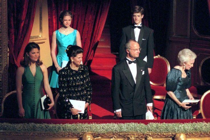 Le prince Carl Philip de Suède, en famille pour les 50 ans de son père le roi Carl XVI Gustaf en avril 1996