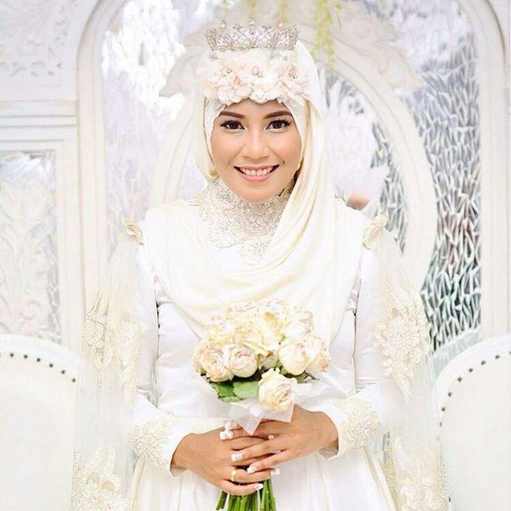 muslimweddingideasCongratulations to the lovely @ibuguruketje ♥ She made the wedding dress herself! Wow... great work! ♥
