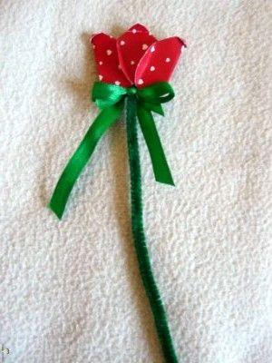 Kreatív ötletek anyák napjára: Tulipán  http://www.hobbycenter.hu/Unnepek/kreativ-oetletek-anyak-napja-tulipan.html#axzz2LcbHEtGO