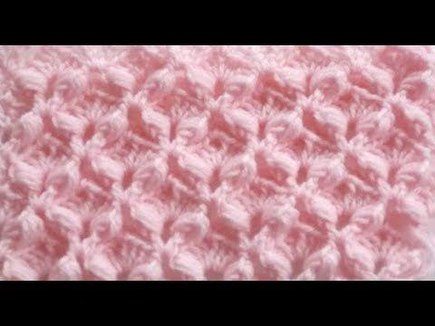 une couverture bébé au crochet en carré 3D - YouTube