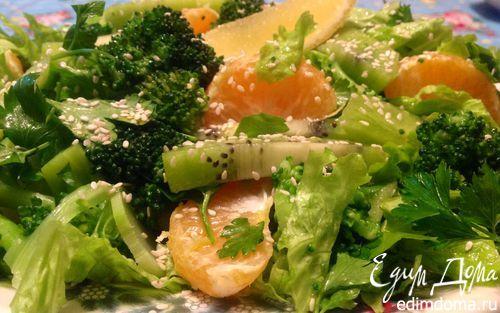 """Салат """"мечта моего мужа"""" брокколи свежая 1 кочан салат 1 пучок петрушка 1 горсть мандарины 2 шт. киви 2 шт. кунжут 1 горсть оливковое масло Extra Virgin 2 ст. л. бальзамический уксус - 1 ст.л"""
