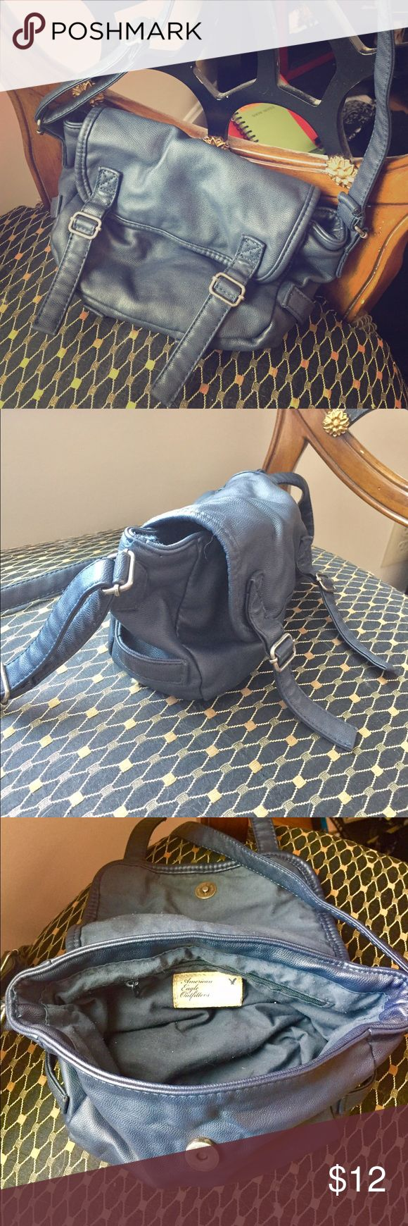 Crossbody leather American Eagle Outfitters bag Navy cross body American Eagle leather handbag. Perfect and casual for any occasion. Enough room for a small wallet, phone, and any other accessories you may need to bring! Used, good condition. American Eagle Outfitters Bags Crossbody Bags