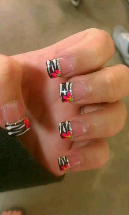 Zebra with flower Acrylic nails !