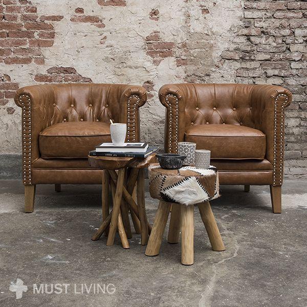 MUST Living - Lounge chair Clubbing is een klassieker in een nieuw jasje. De eikenhouten pootjes en zilveren nagels geven hem een eigentijdse uitstraling. De actieve zit maakt van lounge chair Clubbing de ideale fauteuil om in te lezen.