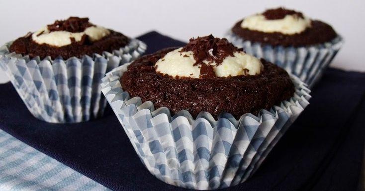 A boci süteményhez hasonló, muffinformában készült édesség.   Hozzávalók 12 darabhoz   A tésztához  10 dkg étcsokoládé  15 dkg vaj  ...