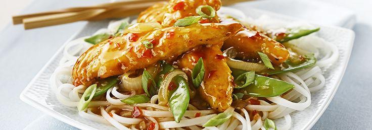 Combiner la farine et le poivre. Ajouter le poulet et le remuer dans le mélange de farine...