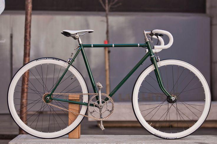 Tienda / Taller de Bicicletas. - Decapado y Pintado bicicletas. - Mochilas, Alforjas, Bolsos. - Sastres de pantalones ciclistas a medida