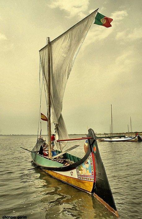 Moliceiro Boat, Aveiro, Portugal #Portugal