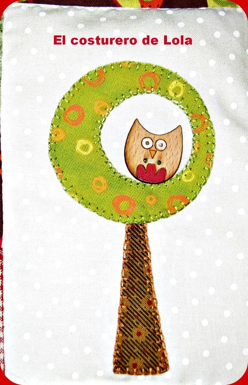 El búho Lola en su árbol