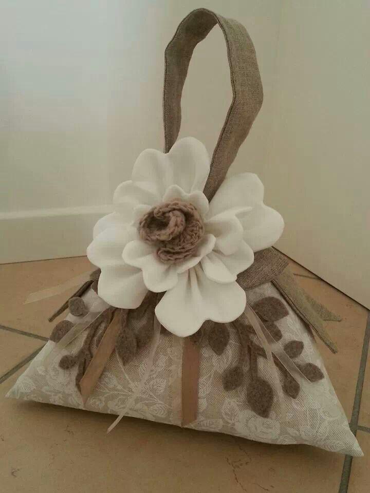 sujeta-puertas: bolsa con bonita flor