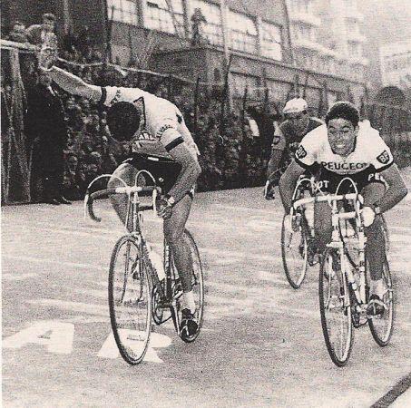 Giro di Lombardia 1966, 22 ottobre. Milano-Como. Felice Gimondi (1942) supera in volata Eddy Merckx (1945) e Raymond Poulidor (1936)