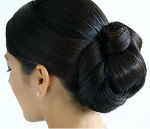 This bun is a neat, simple yet elegant one, inspired by the traditional Indian twist bun