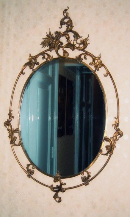 "Alessandra from Napoli send this beautiful mirror that her guest usualy love:   ""Questo specchio piace molto ai miei ospiti... Welcome Bed Napoli"""