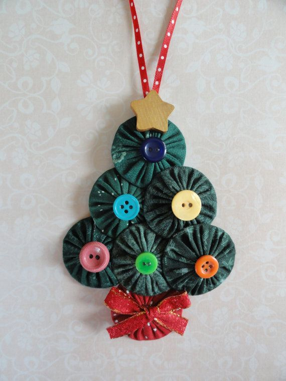 Adorable! This is what I was thinking of when I searched: Yoyo Christmas Tree (ornament buttons ribbon sewing)