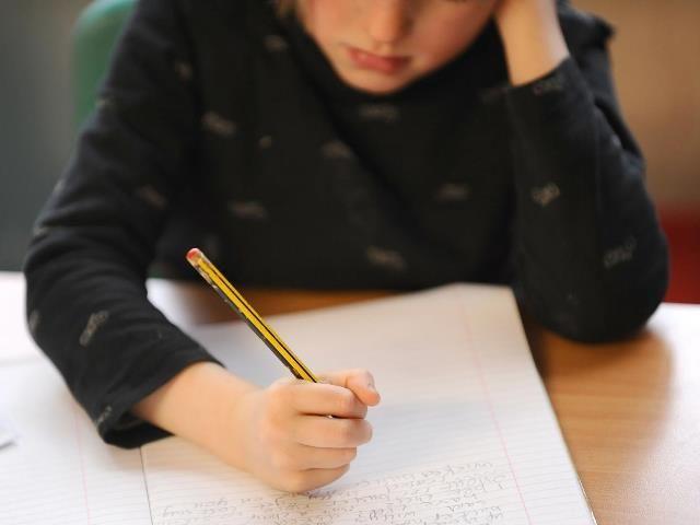 WinNetNews.com - Sudah banyak anak-anak yang mengalami masalah kesehatan mental di sekolah. Bukti yang diberikan dari guru di seluruh negeri menunjukkan anak-anak yang berumur 4 tahun menderita masalah kesehatan mental seperti kepanikan, gangguan makan, kecemasan dan depresi.Menanggapi survei untuk