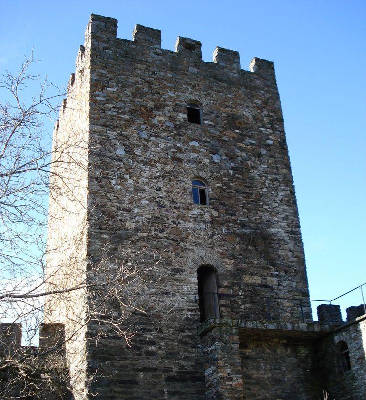 CASTILLO DE DOIRAS (Cervantes, Galicia - España)