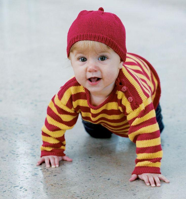 Sticka randiga babytröjan i favoritfärgerna. Du får också mönster på en liten mössa som passar till. Garnet är i skön egyptisk bomull.