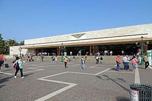 S4E2: Arrive Venice railway station