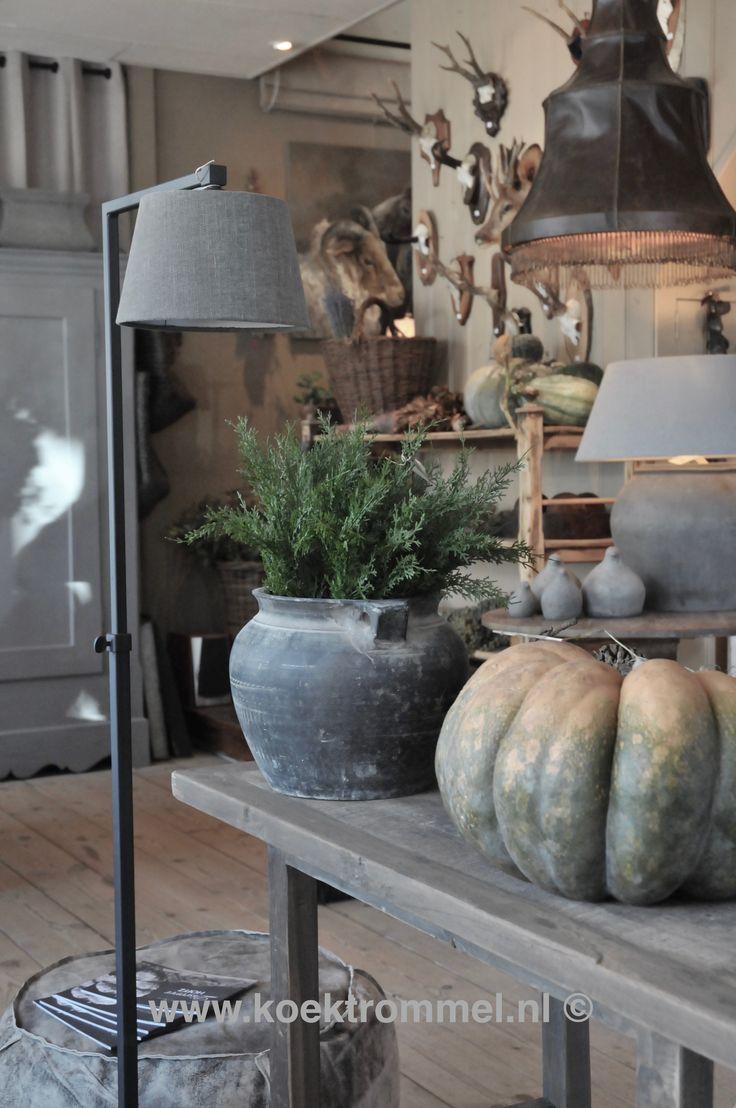 vloerlampen, hanglampen en lampen gemaakt van oude kruiken