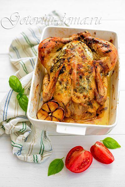 Курица, запеченная с ароматным сливочным маслом и чесноком - курица/цыпленок - 1 шт (1-1,2 кг) сливочное масло (размягченное) - 100-150 г лимон - 1 шт зелень петрушки, укропа и базилика - по 3-4 веточки чеснок - 4 зубчика (можно больше или меньше, по вкусу) соль свежемолотый перец