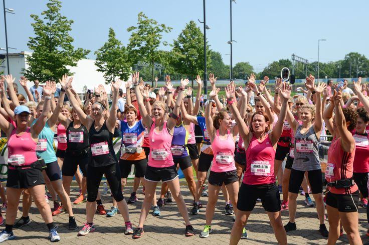 Zondag 11 juni is het Pink Running Day. Op deze bijzondere dag trekken tienduizenden sportieve dames in Groningen, Rotterdam, Utrecht en Eindhoven de hardloopschoenen – én het roze shirt – aan voor Pink Ribbon.