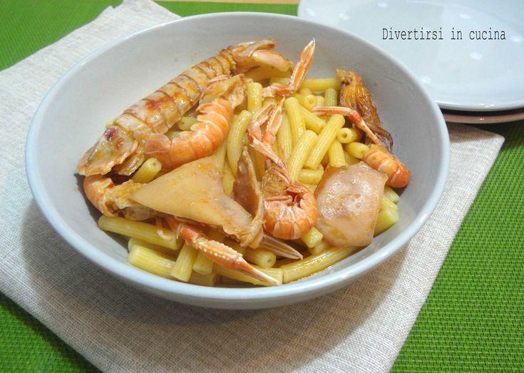 Pasta con scampi calamari e canocchie