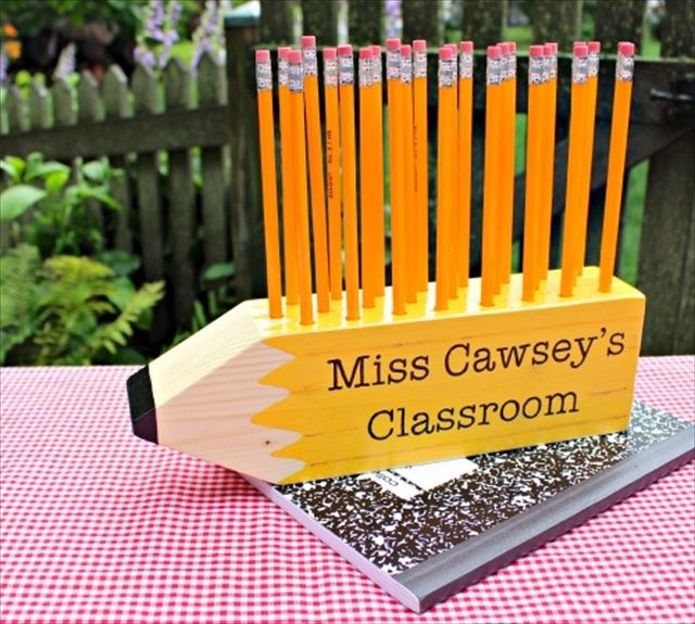 Pencil Shaped Pencil Holder- 10 DIY Wood Projects Ideas   DIY to Make