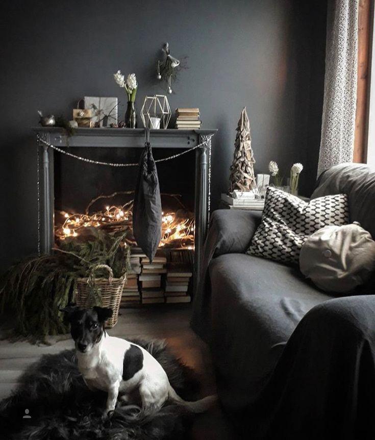 Inspiracion decoración navideña con chimenea y luces artificiales. Foto tomada de Instagram perfil Deco