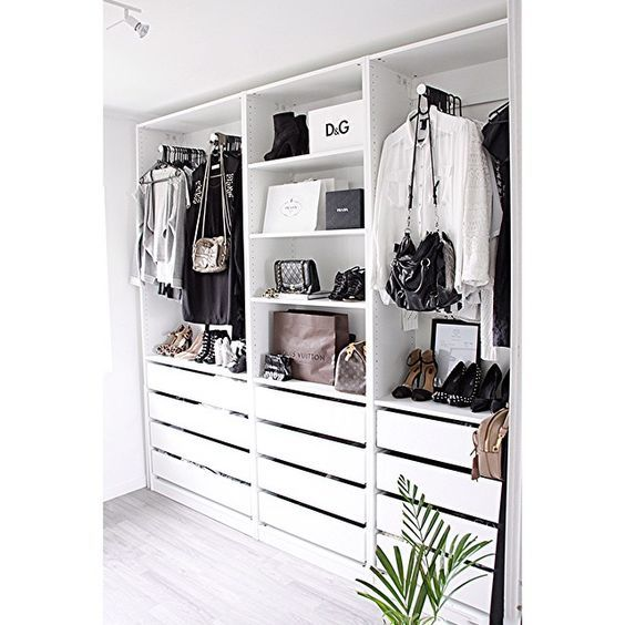 8 Amazing Black&White closets spotted on Instagram