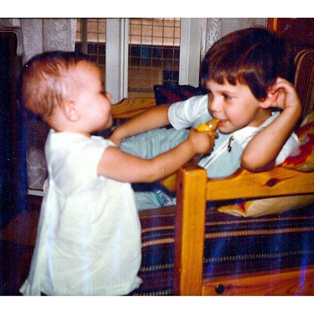 Θοδωρής Μαραντίνης: Δείτε την αδερφή του να τον ταΐζει με μπιμπερό!