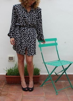 Compra il mio articolo su #vinted http://www.vinted.it/abbigliamento-da-donna/vestitini-corti/34234-vestito-camicia-vintage-nera-a-fiori