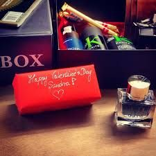 WALL STREET GROOMINGBOX. #subscription #subscriptionbox #skultuna1607 #dunhill #kpourkarite #hurrawbalm #mensgrooming #skincare #grooming #mensworld #lifestyle #Luxurygift #luxury #phenome #cufflinks #fashion #accessories #apparel #perfectgift #giftforhim #giftbox #gift