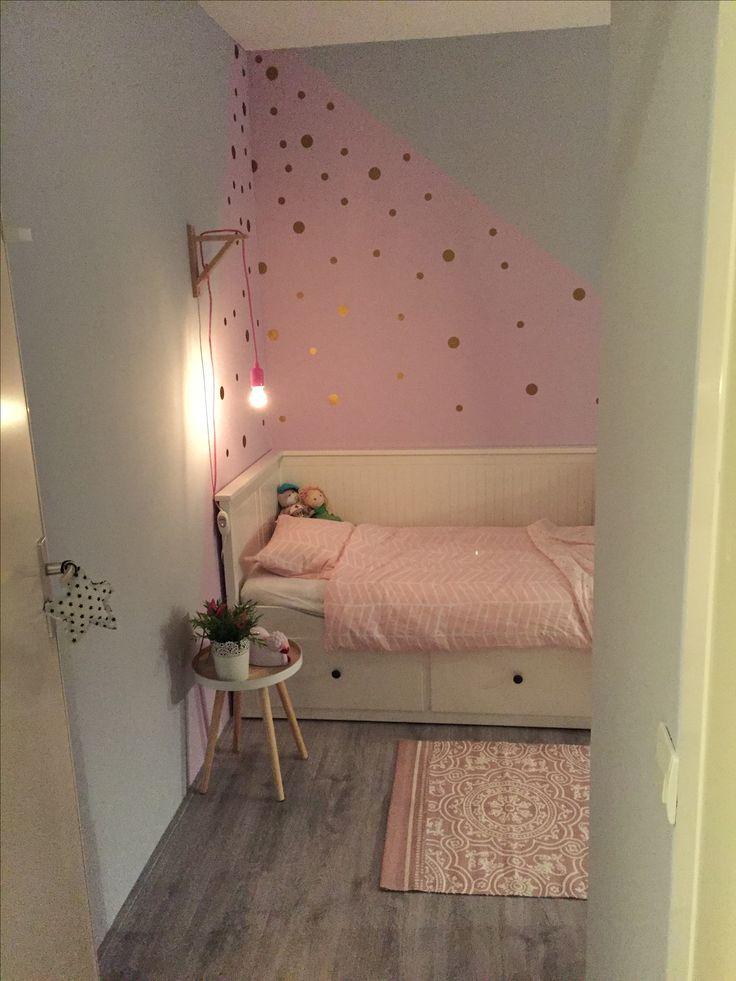 Leuk, hoekje bij bed in andere kleur schilderen. - Mooie meiden kamer.