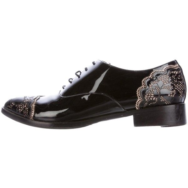 Pre-owned Valentino Patent Leather Lace Oxfords ($325) ❤ liked on Polyvore featuring shoes, oxfords, black, black oxfords, black lace oxfords, lace oxford shoes, black lace up shoes and lace oxfords