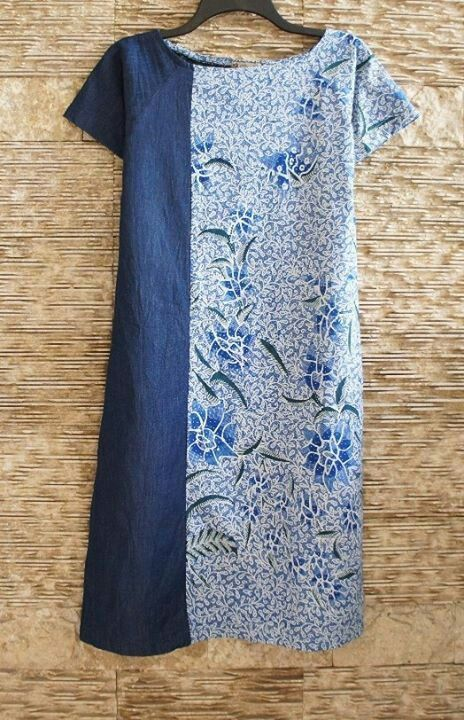 Shift dress, divided lengthwise: 3/4 blue batik, 1/4 medium blue solid fe9b205c6b82b6a5ad5ab873bf650305.jpg 464×720 píxeis