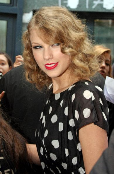 Taylor Swift Retro Updo - Taylor paired her pretty polka dot dress with retro curls she pinned up.