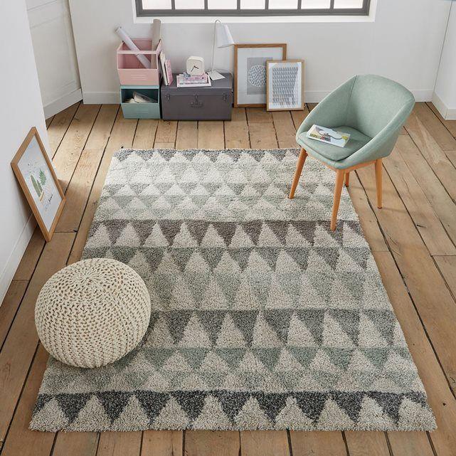 De la douceur à revendre pour ce tapis qui s'accorde idéalement aux intérieurs contemporains. D'excellente qualité, il est propose une bonne résistance des couleurs. Fabrication belge.