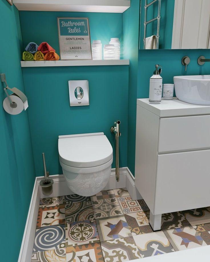 couleur salle de bains turquoise, carrelage de sol patchwork et meubles blancs